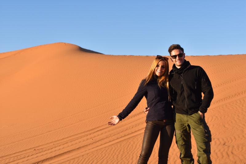 Pareja disfrutando del fin de año en Marruecos